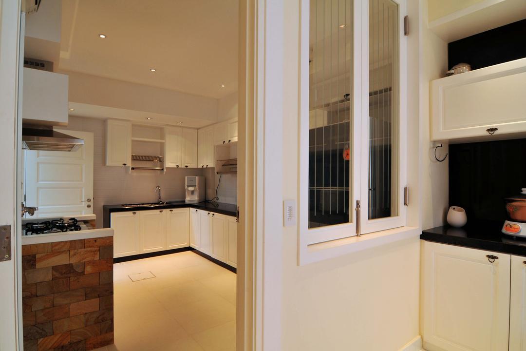 Taman Sutera, Boon Siew D'sign, Traditional, Kitchen, Landed, Brick, Cabinet, White, Black, Monochrome, Kitchen Window, White Cabinet, Bathroom, Indoors, Interior Design, Room, Door, Folding Door