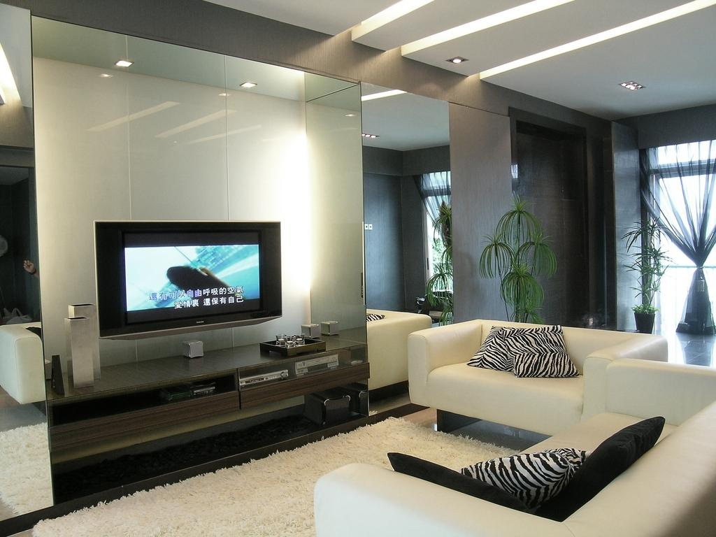 Modern, Condo, Living Room, Palm Green, Interior Designer, Metamorph Design, Carpet, Rug, Console, Laminate, Wood Laminate, Plants, White Sofa, Couch, Furniture, Flora, Jar, Plant, Potted Plant, Pottery, Vase, Electronics, Monitor, Screen, Tv, Television, Indoors, Interior Design