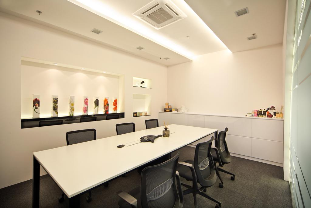 Innova Office (Kallang), Commercial, Interior Designer, Boon Siew D'sign, Modern, Meeting Room, Office, Work, Table, Display Showcase, Chair, Furniture, Conference Room, Indoors, Room, Aluminium, Dining Room, Interior Design