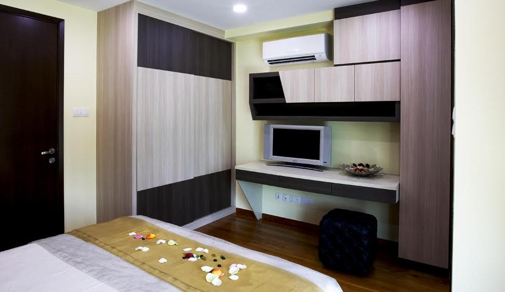 Modern, Landed, Bedroom, Jalan Kechubong, Interior Designer, Yujia Interior Design, Traditional, Carpentry, Built In Wardrobe, Masterbed, Modern Contemporary Bedroom, Recessed Lights, Wooden Floor, Wooden Wardrobe, King Size Bed, Wall Mounted Desk, White Laminated Top