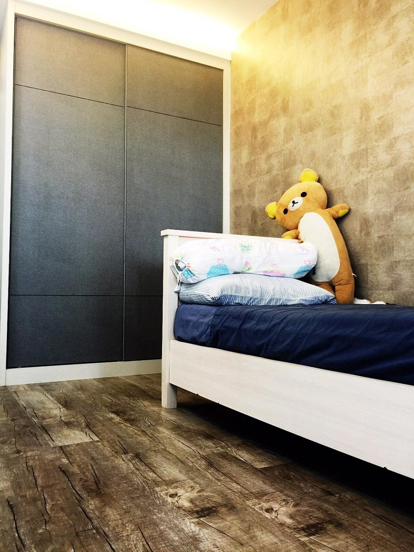 Traditional, HDB, Bedroom, Yishun Ring Road (Block 332), Interior Designer, Starry Homestead, Sliding Door, Black, Wooden Flooring, Wallpaper, Concealed Lighting, Concealed Light, Wardrobe, Toy