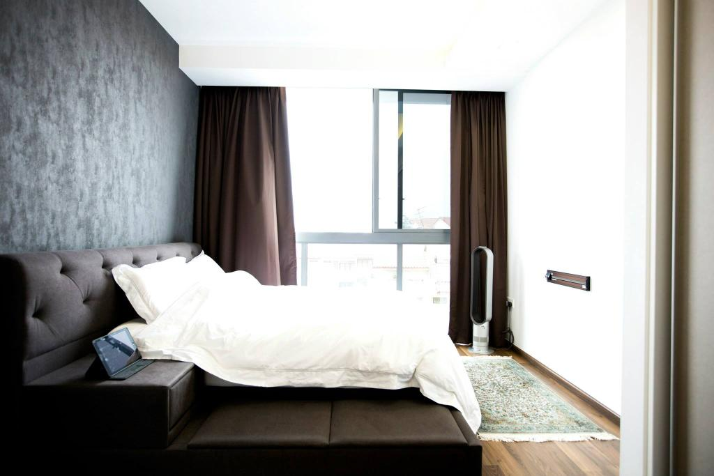 Industrial, Condo, Bedroom, Simei Street 3, Interior Designer, Des & Co Interior, Wooden Floor, Bright, Cozy, Cosy, King Size Bed, White Wall, Modern Contemporary Bedroom, Sling Curtain, Bed, Furniture