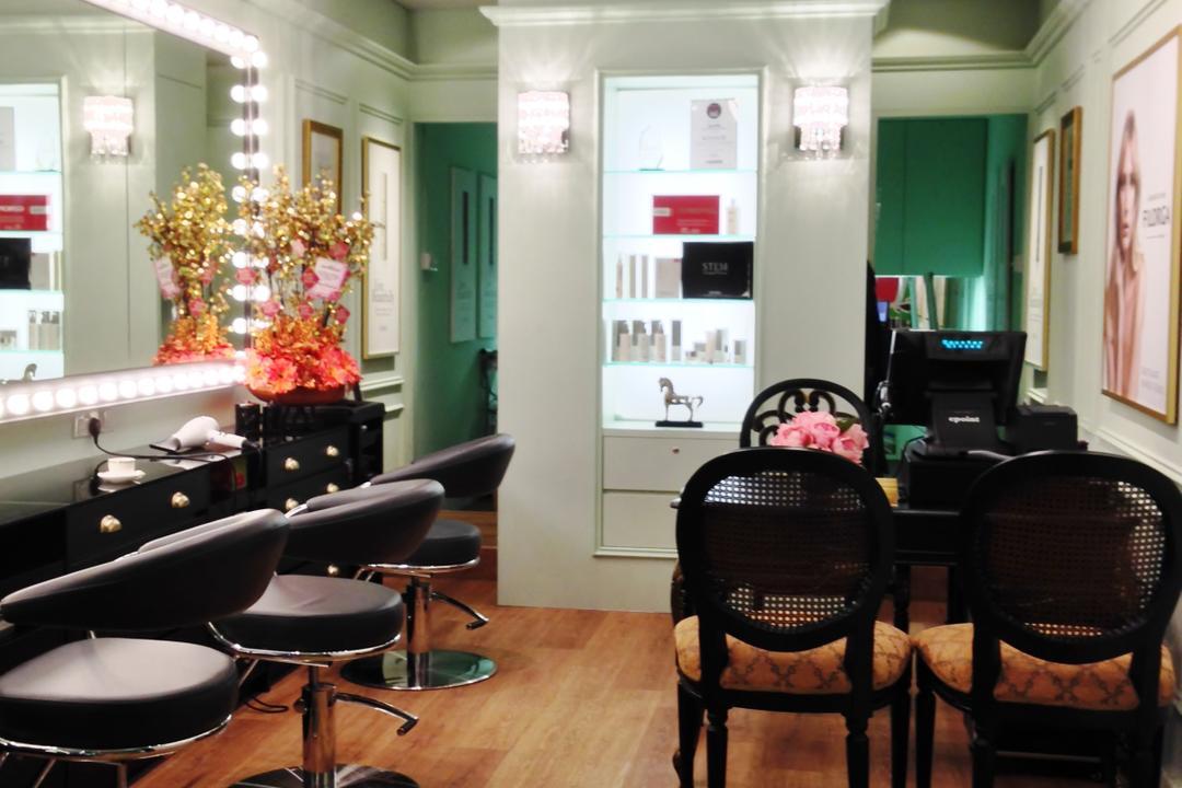 Immortelle Atelier, Designe Couture, Vintage, Commercial, Parquet Flooring, Wooden Floor, Track Light, Balck Track Light, Lighted Mirrors