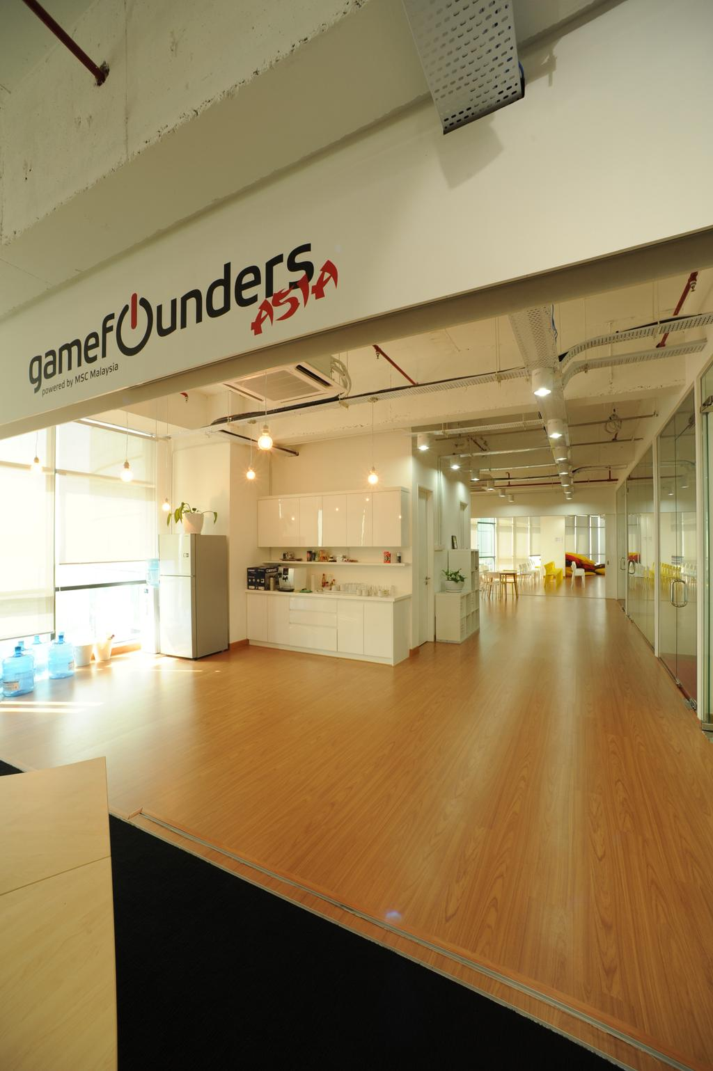 Vertical - Gamefounder, Commercial, Interior Designer, IQI Concept Interior Design & Renovation, Modern, Flooring