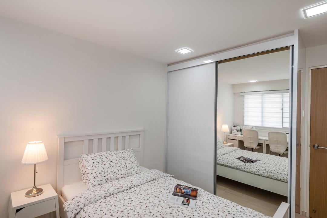 Khatib Vale, Le Interi, Scandinavian, Bedroom, HDB, Recessed Lights, Bed, Mirror Door Wardrobe, , Sliding Door Wardrobe, Wooden Door, Cozy, Cosy, Modern Contemporary Bedroom, Sink, Indoors, Interior Design, Room, Bathroom