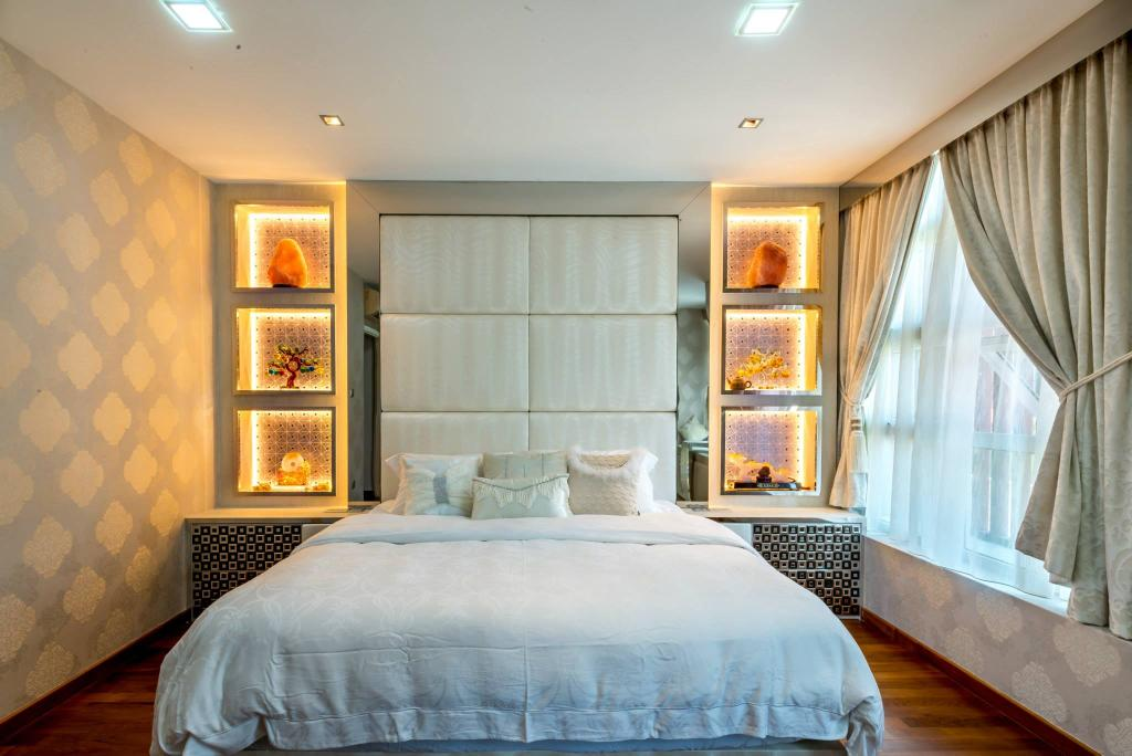 Transitional, Landed, Bedroom, Jalan Daud, Interior Designer, One Design Werkz, Recessed Lighting, Concealed Lighting, Display Open Shelf, High Headboard, Cushioned Headboard, Wallpaper, Double Layer Curtains, Wood Flooring