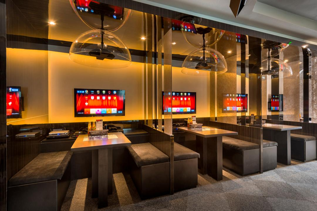 Screen Bar, One Design Werkz, Traditional, Commercial, Cushioned Bench Seats, Dining Tables, Flatscreen Monitors, Pendant Lighting, Recessed Lighting, Concealed Lighting, See Through Dividers, Translucent Dividers