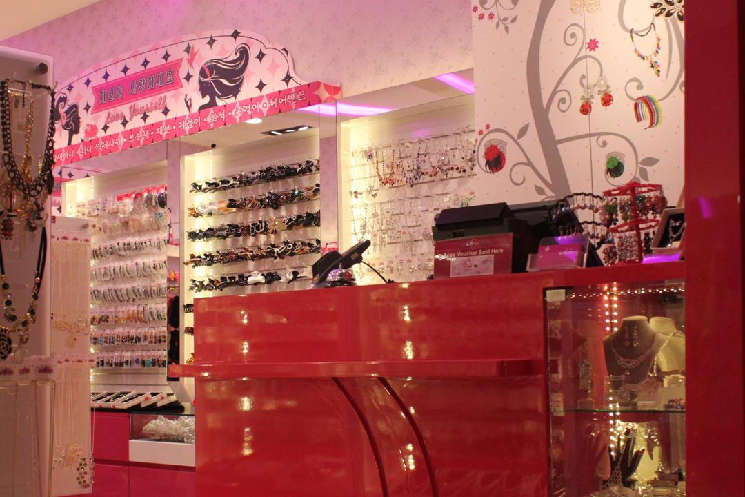 Aries (Westgate), Le Interi, Traditional, Commercial, Pink Theme, Pink, Concealed Lighting, Pink Lighting, Recessed Lighting, Recessed Lights, Showcase Shelf, Display Shelf, Wallpaper, Pink Wallpaper, Glossy Counter, Glossy Pink Counter, Pink Counter, Counter