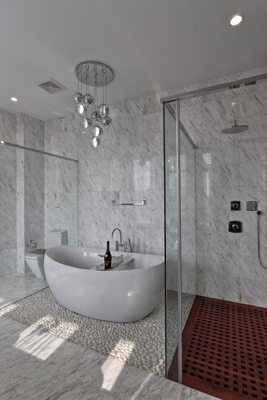 Traditional, Landed, Bathroom, Nanhu Golf Villa, Architect, EZRA Architects, Marble Floor, Marble Flooring, Marble Tiles, Bathtub, Hanging Light, Pendant Light, Glass Door, Glass Shower Door, Toilet, Indoors, Interior Design, Room
