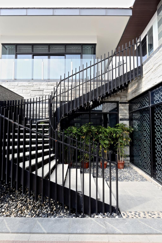 Traditional, Landed, Nanhu Golf Villa, Architect, EZRA Architects, Spiral Stairs, Spiral Staircase, Potted Plant, Pebbles, Brick Wall, Flora, Jar, Plant, Pottery, Vase, Railing