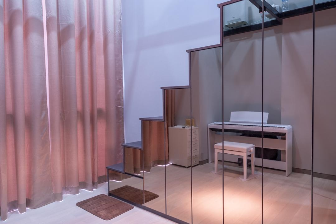 Robin Drive, Space Atelier, Modern, Living Room, Condo, Stairs, Stair Way, Storage Under Stairs, Reflective Surfaces, Mirrored Panels, Mirrored Doors, High Ceiling, Dining Table, Furniture, Table, Flooring, Desk, Chair, HDB, Building, Housing, Indoors, Interior Design