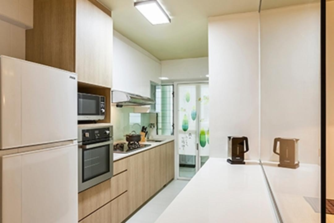 Yishun Avenue 9 (Block 315A), The Interior Lab, Minimalistic, Kitchen, HDB, White Counter Top, Kitchen Counter Top, Wood Laminate, Kitchen Cabinet, Glass Backsplash, Ceiling Light, Appliance, Electrical Device, Oven