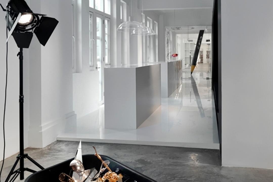 Leo Burnett, Ministry of Design, Eclectic, Commercial, Concrete Floor, Cart Trolley, White Wall, White Ceiling, Studio Lights