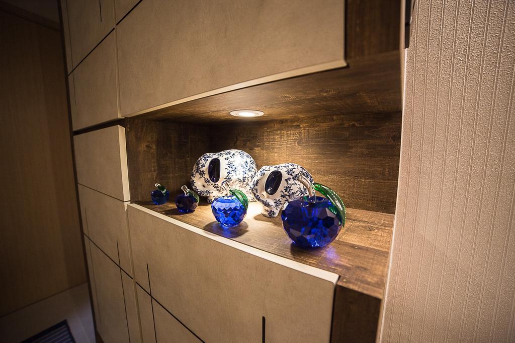 Modern, HDB, Living Room, La Fiesta, Interior Designer, MET Interior, Gemstone, Jewelry, Ornament, Sapphire