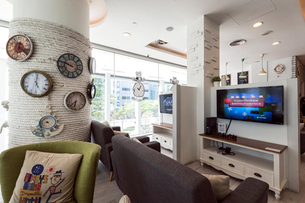 Eu Tong Sen, Commercial, Interior Designer, Tan Studio, Modern, Couch, Furniture, Bag, Sack, HDB, Building, Housing, Indoors, Cushion, Home Decor