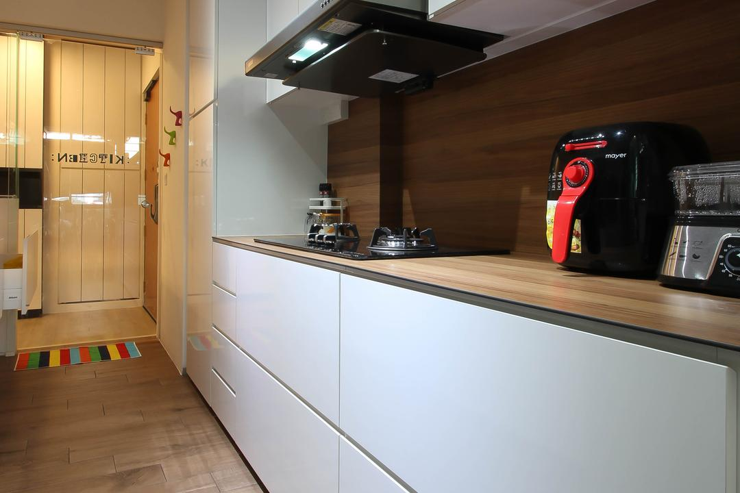 Punggol, Fifth Avenue Interior, Scandinavian, Kitchen, HDB, Brown And White Kitchen, Neat And Spaciopus, Kitchen Parquet, Kitchen Veneer, Kitchen Laminate, Reflective Cabinets, Glossy Cabinets
