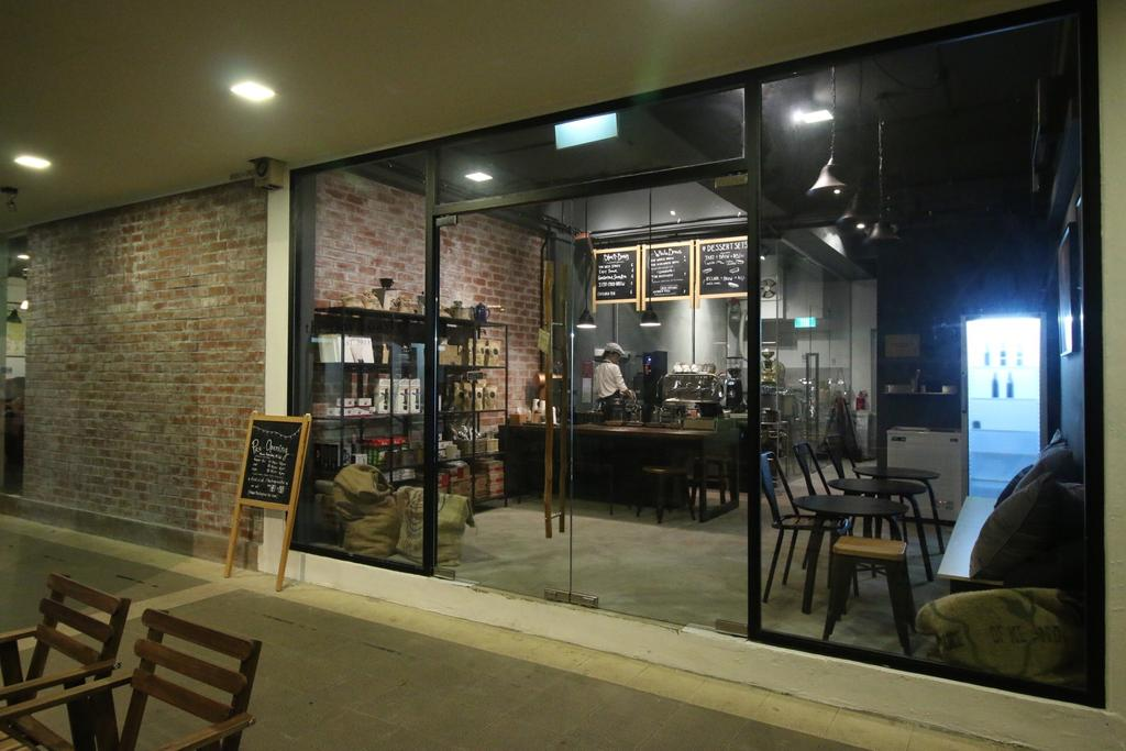 The Tiny Roaster, Commercial, Interior Designer, ChanInteriors, Industrial, Bench, Cafe, Restaurant