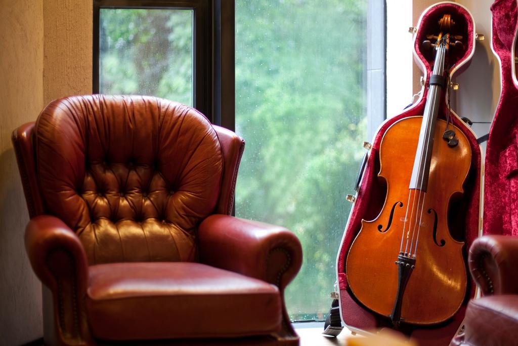 工業, 私家樓, 書房, 干德道, 室內設計師, Deco Farmer Studio, Chair, Furniture, Couch, Cello, Leisure Activities, Music, Musical Instrument, Fiddle, Viola, Violin