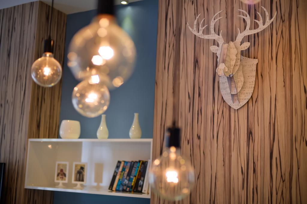 Eclectic, Landed, Living Room, Setia Ecohill, Semenyih, Interior Designer, SQFT Space Design Management, Lighting, Light Fixture