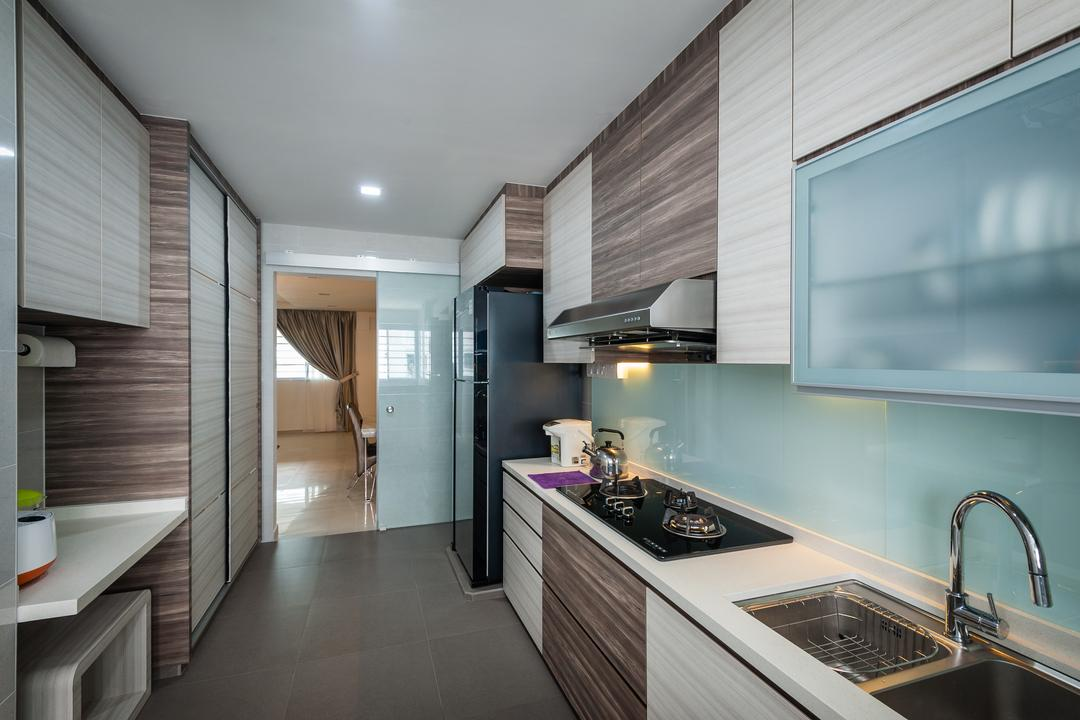 Petir Road (Block 150), Le Interi, Traditional, Kitchen, HDB, Kitchen Cabinets, Cabinetry, Backsplash, Stove, Brown Cabinets