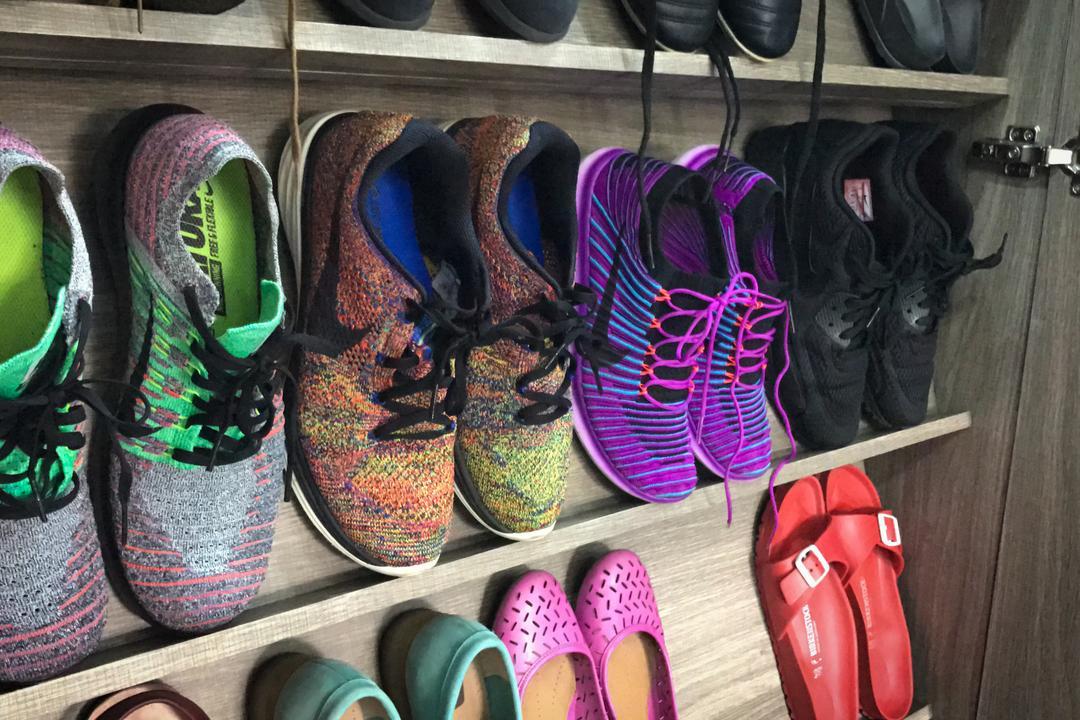 Pasir Ris, Flo Design, Modern, Living Room, HDB, Luggage, Suitcase, Clothing, Footwear, Shoe