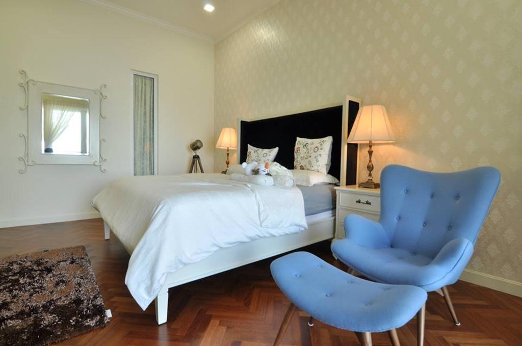 Contemporary, Condo, Bedroom, Quayside Condominium Type B, Interior Designer, Grazioso Design, Chair, Furniture, Couch, Indoors, Interior Design, Room, Lamp