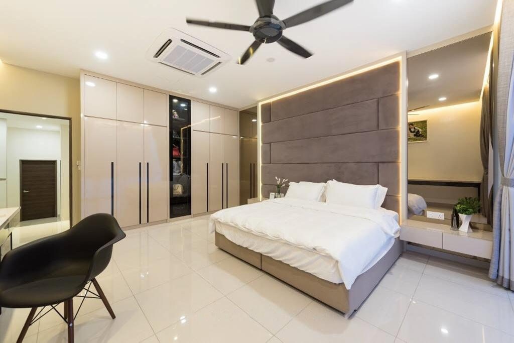 Landed, Bedroom, Setia Damai, Setia Alam, Selangor, Interior Designer, A Moxie Associates Sdn Bhd, Chair, Furniture, Closet, Wardrobe