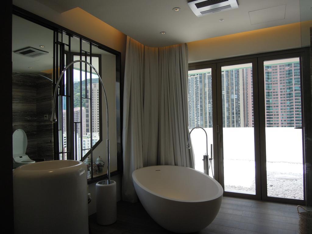 當代, 私家樓, 薈萃苑, 室內設計師, 駟達建築設計, Sink, 浴室, Indoors, Interior Design, Room, Bathtub, Tub