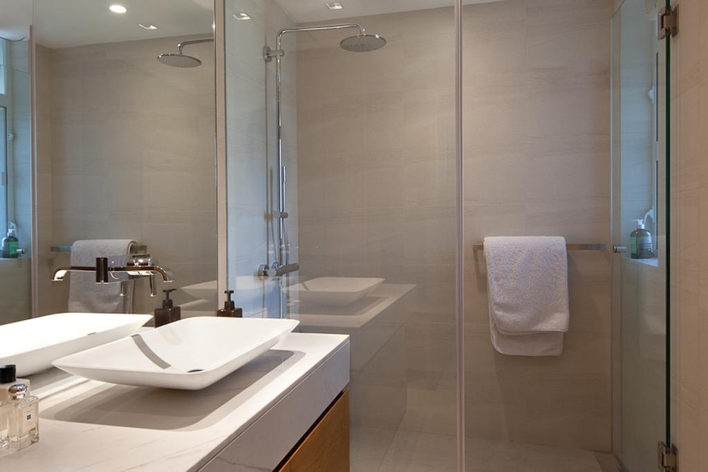 私家樓, 浴室, 置富花園, 室內設計師, Fixonic Interior Design & Construction, Toilet, Indoors, Interior Design, Room, Towel