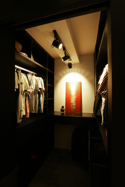 Modern, HDB, Bedroom, Chua Chu Kang (Block 420), Interior Designer, Metamorph Design, Wardrobe, Walk In Wardrobe, Clothes, Black, Track Lights, Track Lightings, Lighting
