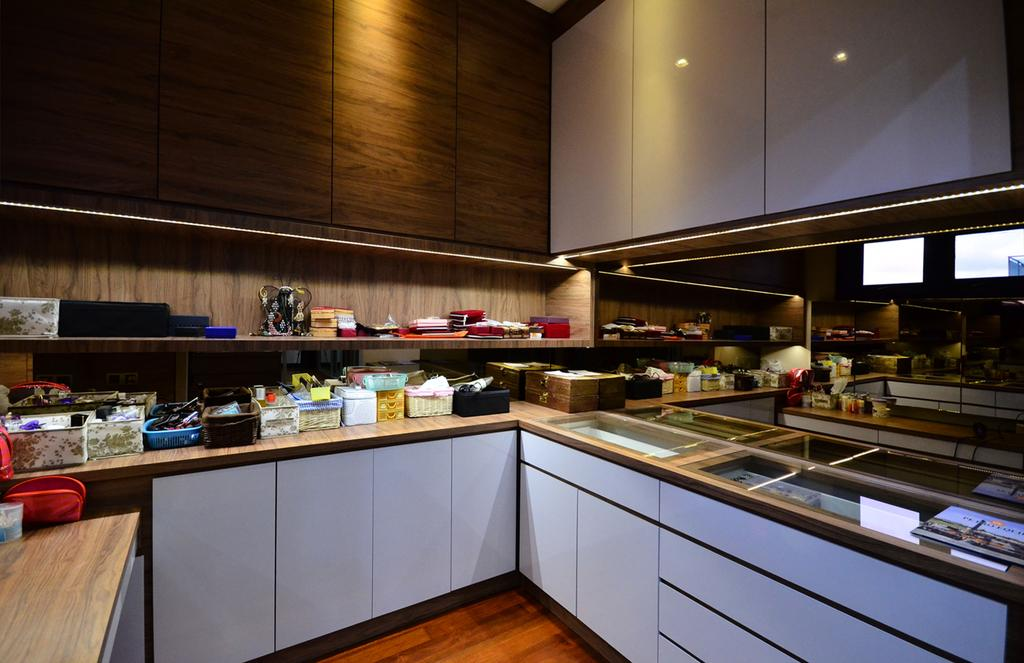 Traditional, Landed, Kitchen, Beverly Heights, Interior Designer, Interior+ Design Sdn. Bhd., Kitchen Cabinet, Cabinetry, Hardwood, Stained Wood, Wood, Restaurant