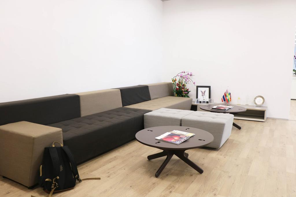 高銀金融國際中心, 商用, 室內設計師, 和生設計, Luggage, Suitcase, Couch, Furniture, Coffee Table, Table, Bar Stool, Bag, Chair