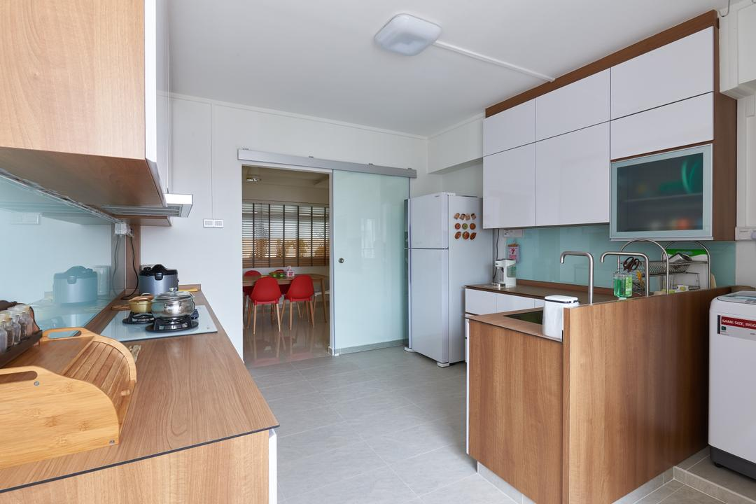 Pasir Ris Street 21, VVID Elements, Modern, Kitchen, HDB, Indoors, Interior Design, Room, Hardwood, Stained Wood, Wood, Flooring, Dining Table, Furniture, Table