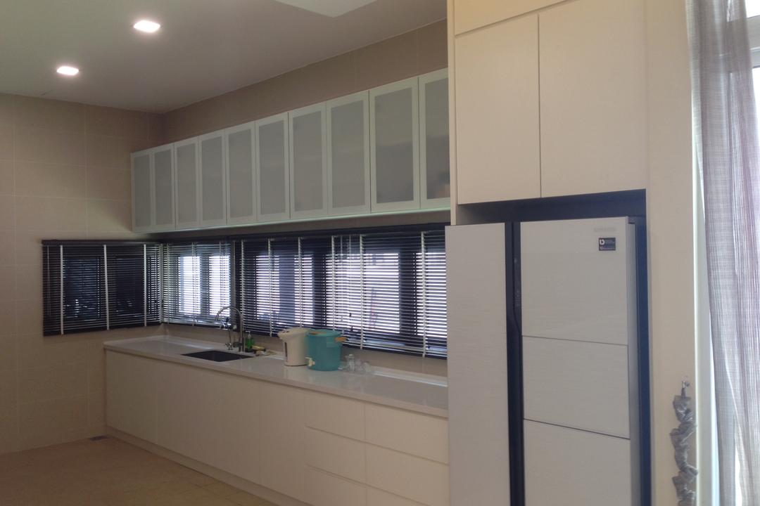 Kinrara Residence, Puchong, Trivia Group Sdn. Bhd., Modern, Landed, Bathroom, Indoors, Interior Design, Room, Curtain, Home Decor, Shutter, Window, Window Shade