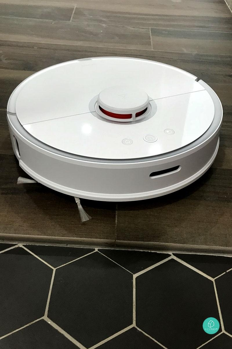 Both These Popular Robot Vacuums Cost $500 – Which Is Best? | Qanvast