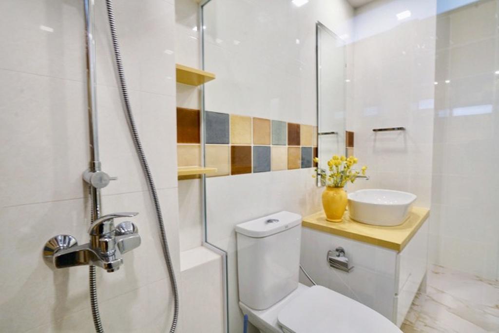 Contemporary, Condo, Bathroom, Wing on Life Garden, Interior Designer, Livspace
