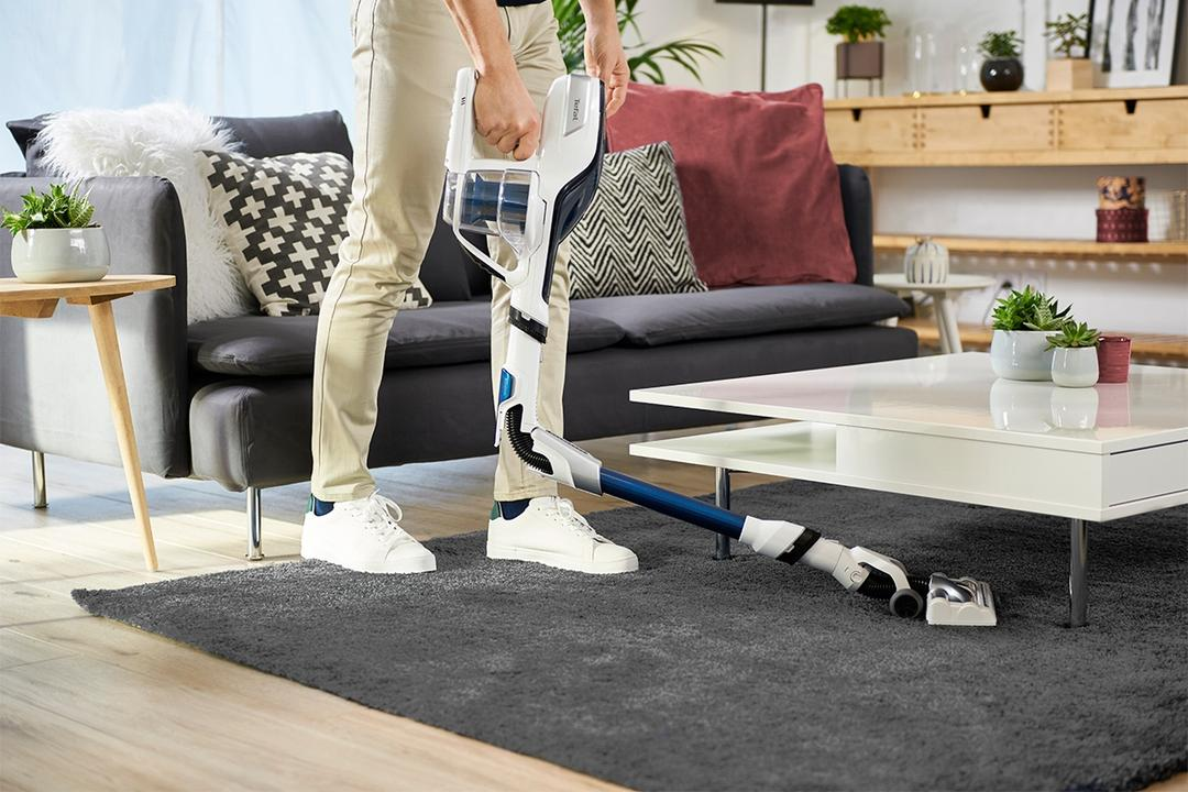 Reach ALL Nooks with This Vacuum That Bends 90° 3