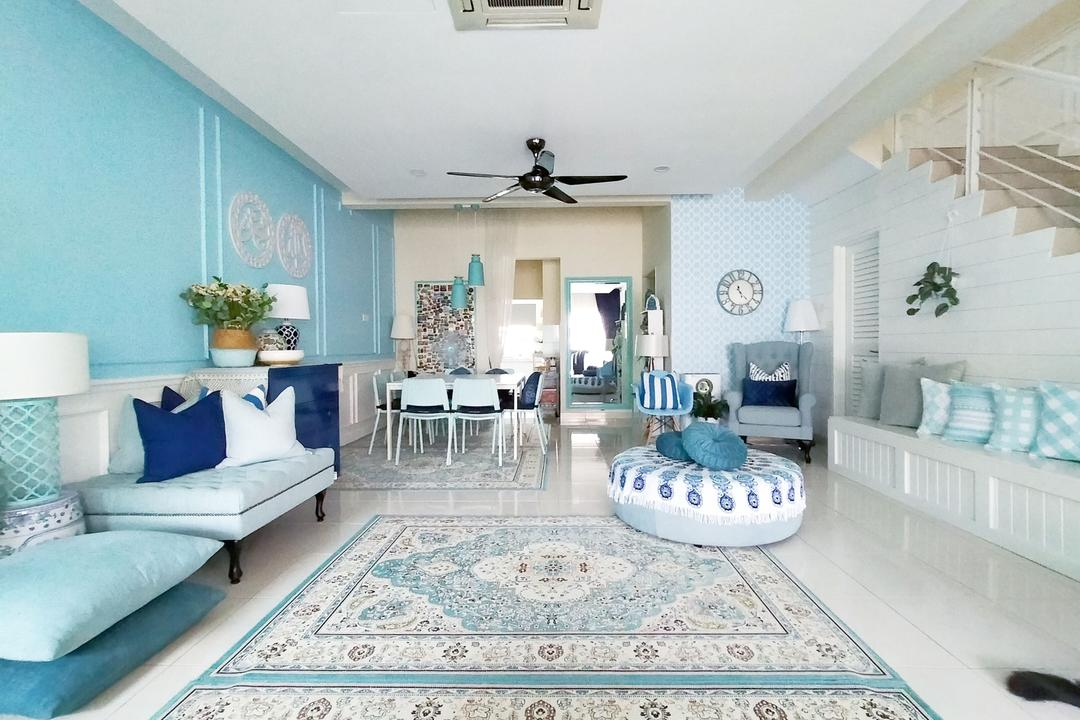 Everything in This Home Fits Its Blue & White Colour Scheme! 7