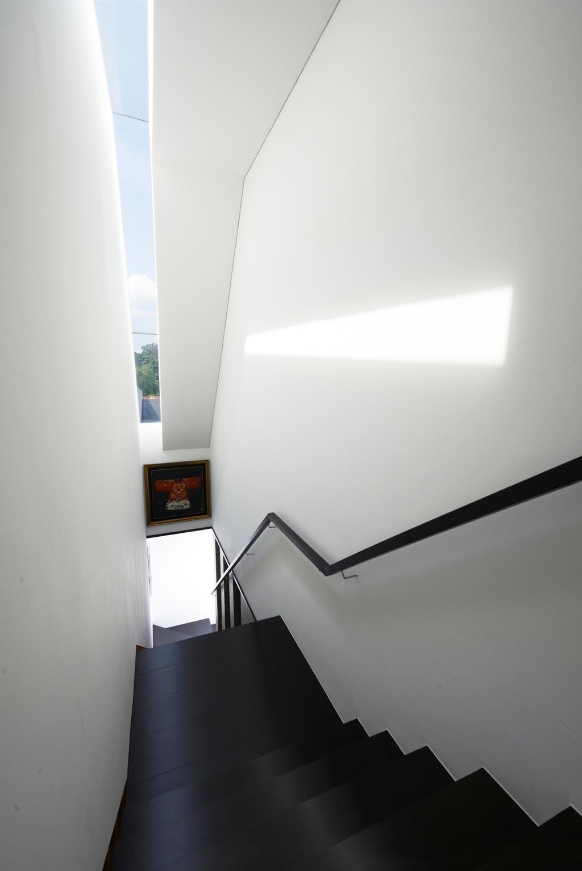 Modern, Landed, Chu Lin Road, Interior Designer, akiHAUS, Narrow, Skylight, Staircase, Wood, Flooring, Handrail, White, Wall, Glass, Picture