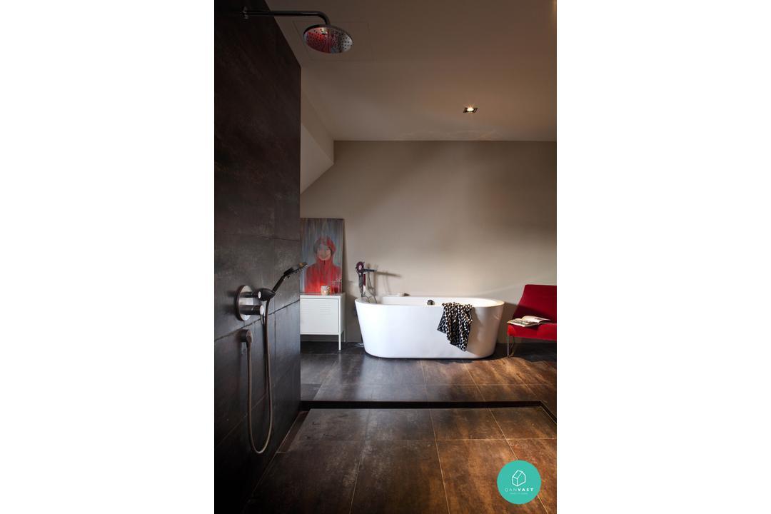 Museworks - Metropole - Toilet with Bathtub