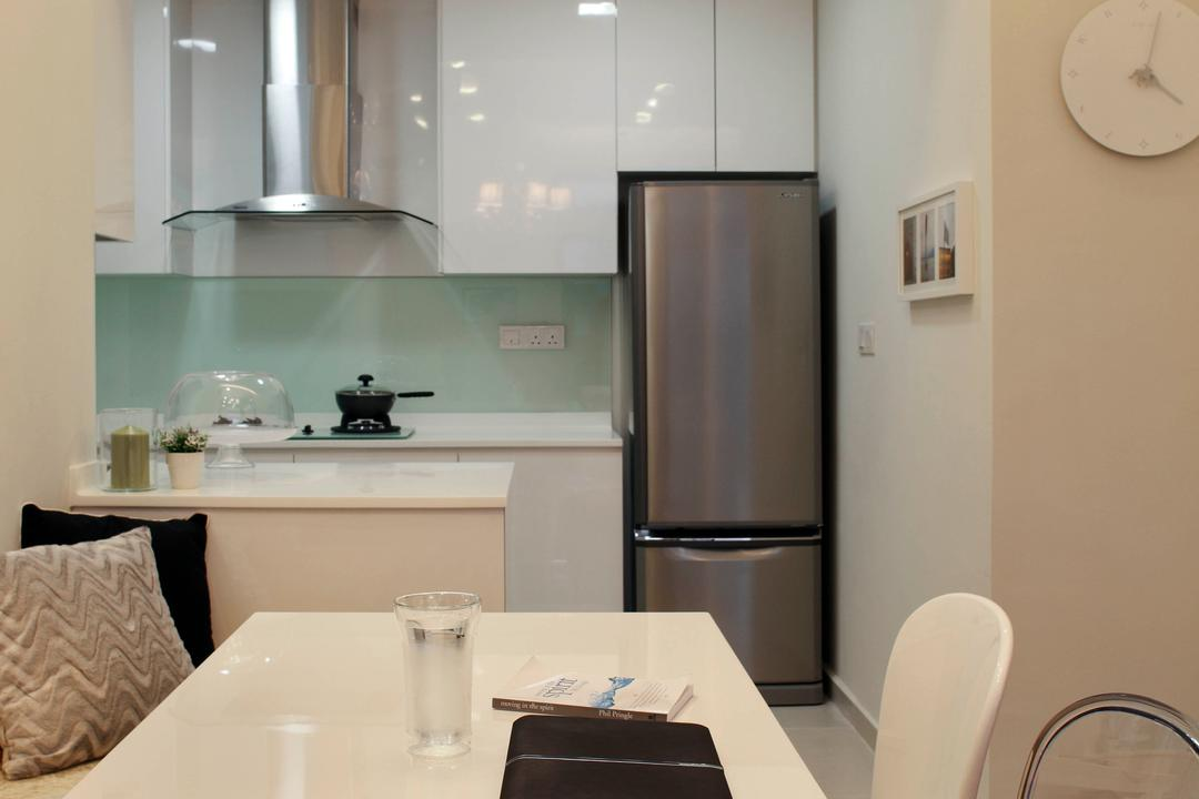 19 Shelford Road, De Exclusive Design Group, Modern, Dining Room, Condo, Dining Table, Dining Chairs, Ghost Chair, Chandelier, Exhaust Hood, Refrigerator, Toilet, Indoors, Interior Design, Room, Bathroom
