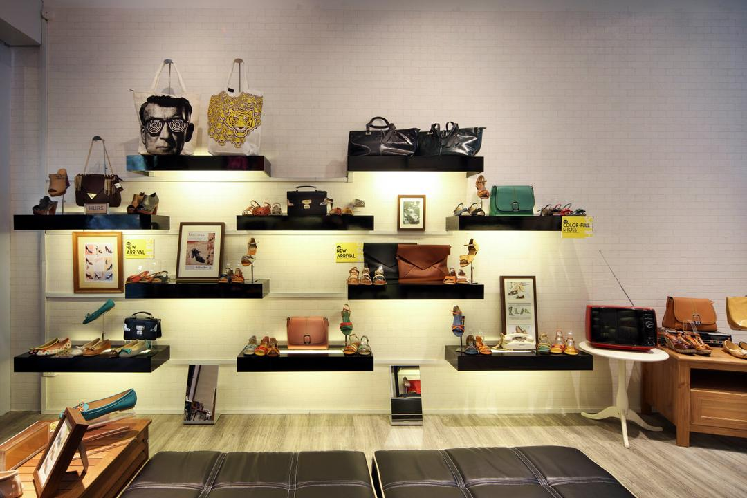 Hurs Shoe Loft, De Exclusive Design Group, Contemporary, Commercial, Wall Shelf, Shelves, Product Display, Display, Handbags, Accessories, Floating Shelves
