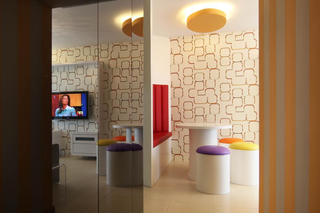 Punggol Place (Block 302C), De Exclusive Design Group, Eclectic, Dining Room, HDB, Wallway, Hallway