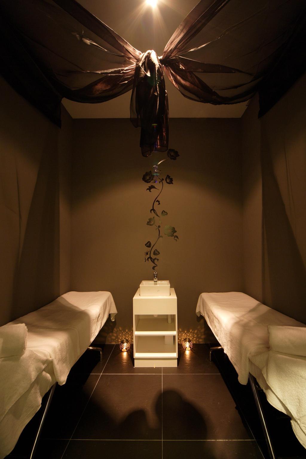 Pure Solution, Commercial, Interior Designer, De Exclusive Design Group, Traditional, Dim, Dim Lighting, Bed, Sink