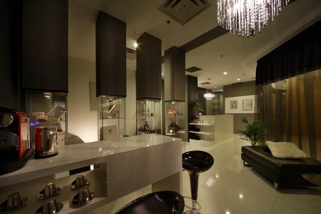 Pure Solution, Commercial, Interior Designer, De Exclusive Design Group, Traditional, Chandelier, Crystal Lights, Countertop, Stools, Bar Stool, Dark, Dark Lighting, Dim