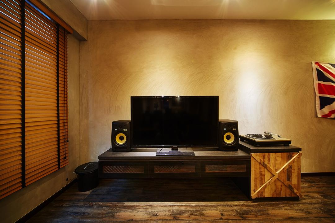 Pasir Ris, The Local INN.terior 新家室, Industrial, Living Room, HDB, Tv Console, Floating Console, Tv Cabinet, Blinds, Dim, Cement Screed, Fireplace, Hearth, Box, Crate, Electronics, Loudspeaker, Speaker, Indoors, Interior Design