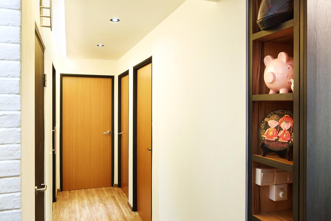 Fernvale Street ( Block 453D), The Local INN.terior 新家室, Contemporary, Minimalistic, HDB, Walkway, Brown Door, Room Doors, Room Door, Simple Walkway, Shelves, High Shelvings, Walkway Design, Walkway Idea, Walkway Lightings, Walkway Lights, Display Shelves, Indoors, Interior Design