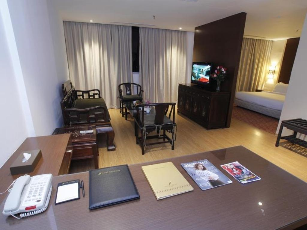 Hotel Excelsior, Commercial, Interior Designer, The Grid Studio, Traditional, Luggage, Suitcase, Electronics, Monitor, Screen, Tv, Television, Dining Table, Furniture, Table, Couch