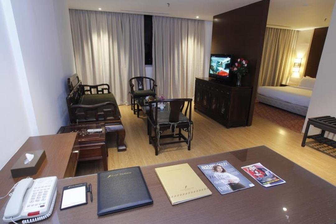 Hotel Excelsior, The Grid Studio, Traditional, Commercial, Luggage, Suitcase, Electronics, Monitor, Screen, Tv, Television, Dining Table, Furniture, Table, Couch