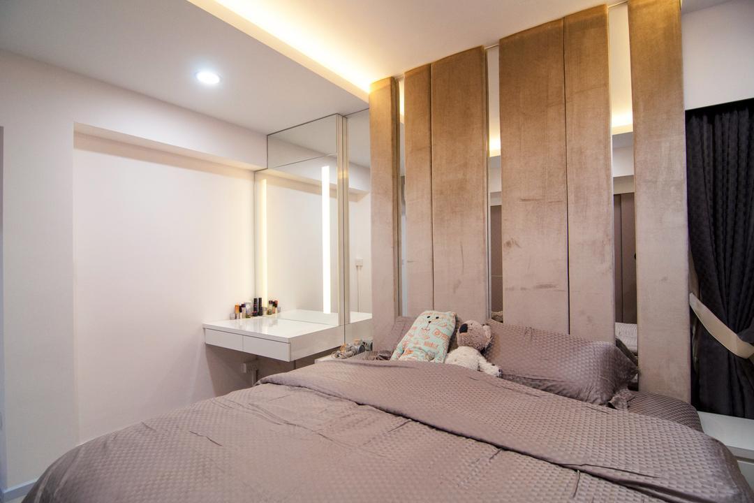 Toa Payoh Central (Block 79D), IdeasXchange, Modern, Bedroom, HDB, Wooden Beams, Beams, Mirror Panels, Mirror, Vanity Table, Dressing Table, Indoors, Room